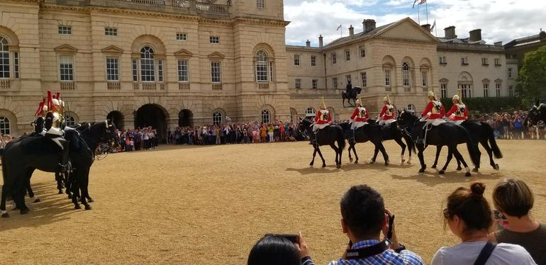 Buckingham Palace Tour Including Changing of the Guard Ceremony & Afternoon Tea