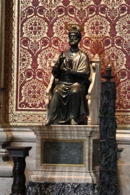 Statut se trouvant dans la basilique , Jean-marie J - March 2015