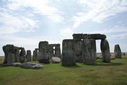 Kraaien hebben hun vaste stek op de eeuwenoude stenen van Stonehenge. Als oude geesten waren ze er rond. , Annette V - August 2013