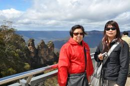 The Three Sisters from Echo Point, a fabulous view and excellent backdrop to any photograph., Richard H - November 2009