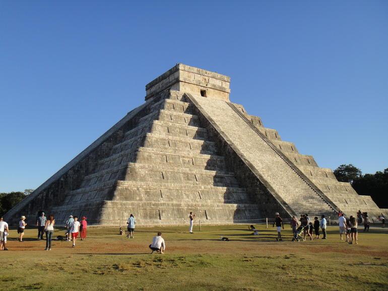 a sunny day at chichen itza - Cancun