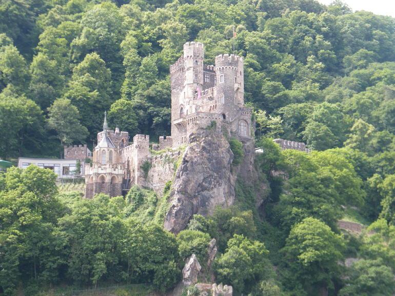 visite-de-la-vallee-du-rhin-francfort-vue-de-chateau-