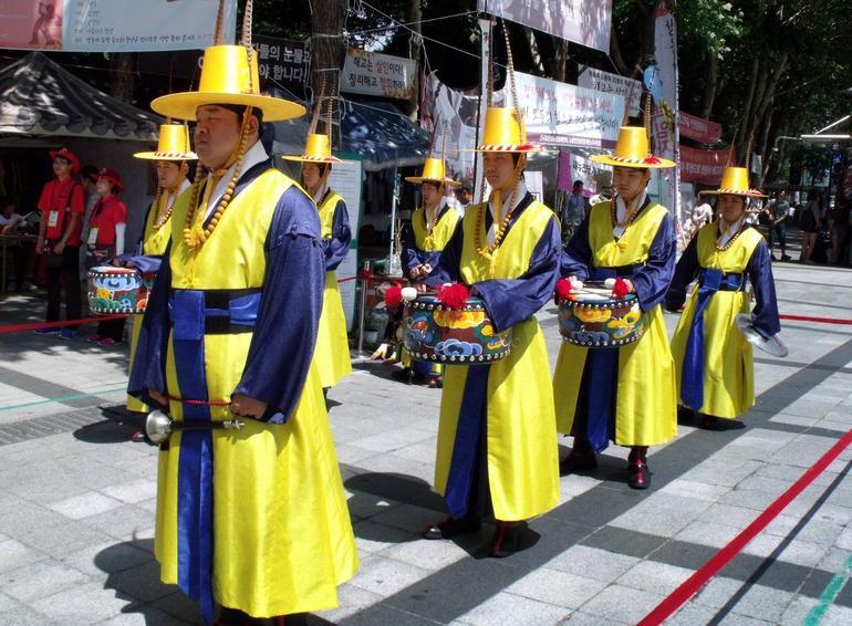 guards - Seoul