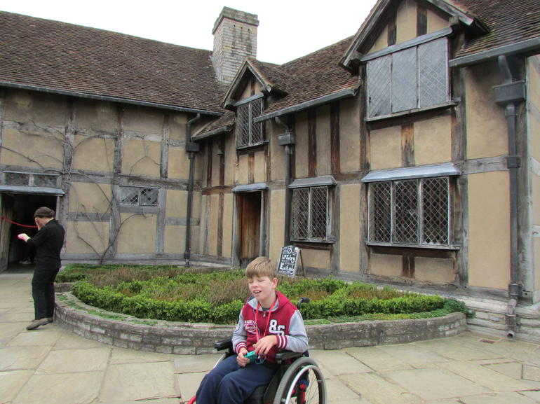 Warwick Castle, Oxford, Cotswolds, and Stratford-upon-Avon Custom Day Trip