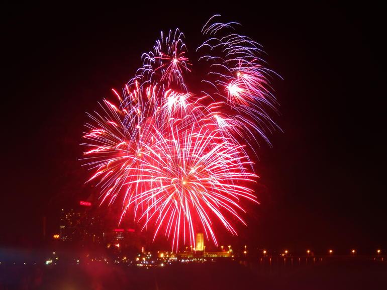 Firework display Niagara Falls - Toronto