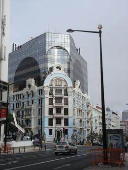 Un immeuble à double identité , CATHERINE M - October 2013