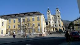 Mondsee city square. - February 2009