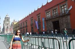 Haciendo fila para ingresar al Palacio Nacional , Claudia T - June 2015