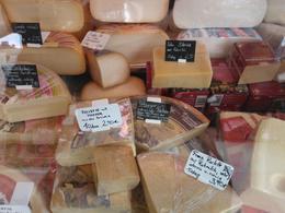una gran seleccion de quesos, y a cada cual mas rico , GASPAR B - March 2013
