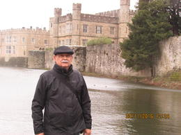 In front of Leeds castle Very nice , Renato M - November 2016