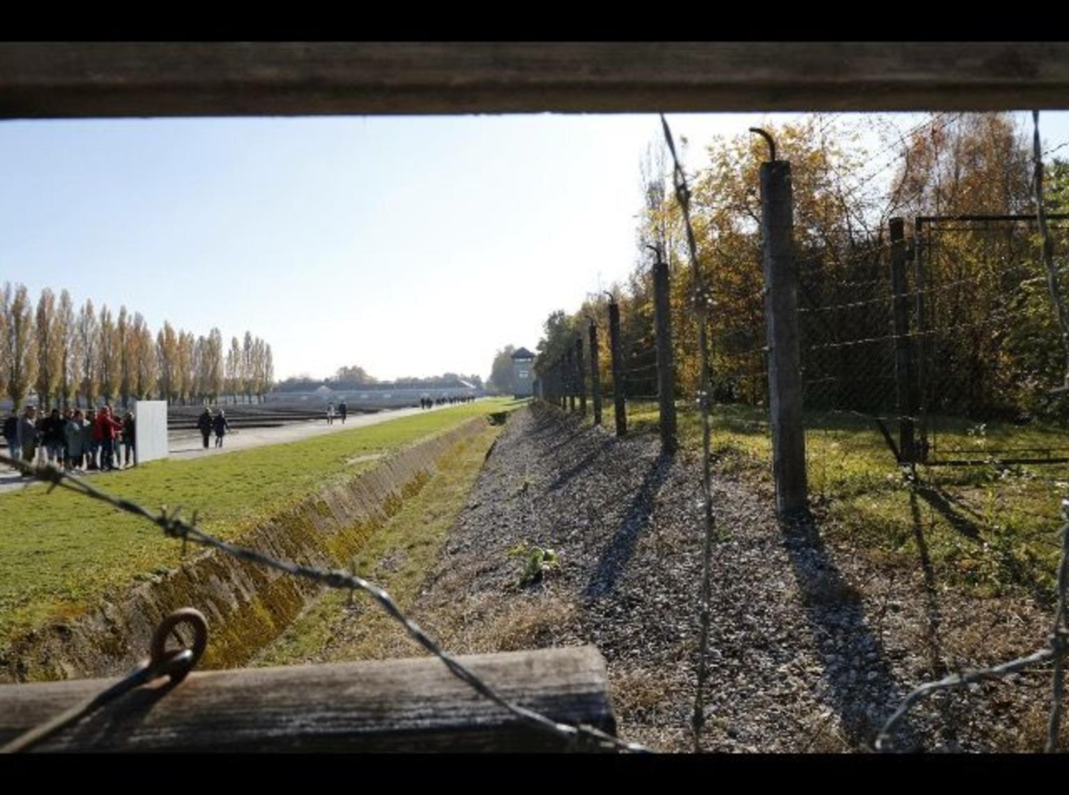 MAIS FOTOS, Excursão a pé de meio dia ao Memorial do Campo de Concentração de Dachau, com um guia local, saindo de Munique de trem