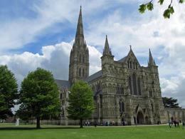 Die Kathetrale von Salisbury hat den höchsten Kirchturm von ganz Großbritannien. In ihrem Innern ist die Magna Carta ausgestellt. , Heidi K - May 2013