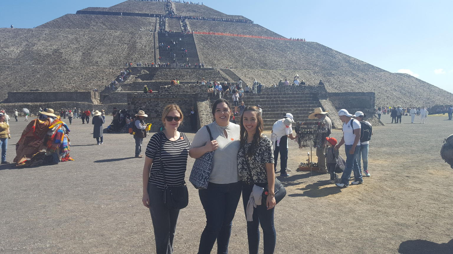 MÁS FOTOS, Mexico City Super Saver: Teotihuacan, Tlatelolco, and Guadalupe Shrine Plus Xochimilco and Frida Kahlo