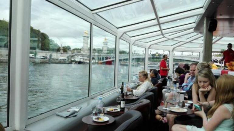 Paris en Scene Boat 3-Course Dinner Cruise
