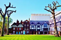 This the square where Ann Boleyn was beheaded. , Antonio P - May 2015