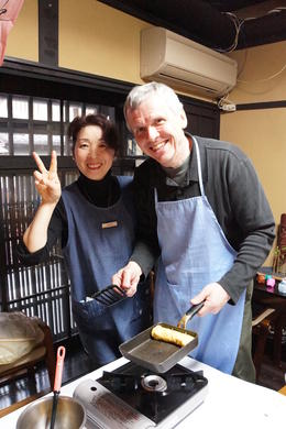 Aikiko teaches us how to make tamagoyaki. , Nita - April 2014