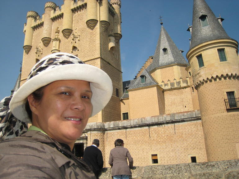 Segovia Castle: Was so amazed inside we got lost - Madrid