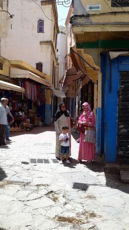 Interesante estampa de las mujeres marroquíes por la calle , EUSEBIO A - July 2016
