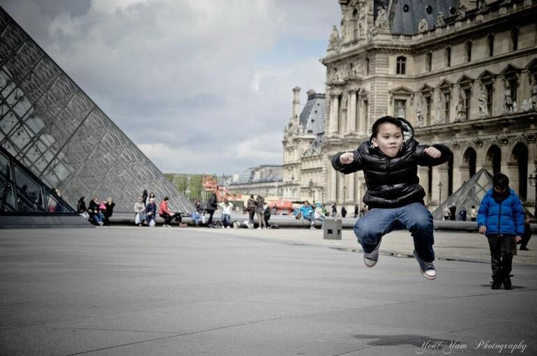 Louvre jump! :) - Paris
