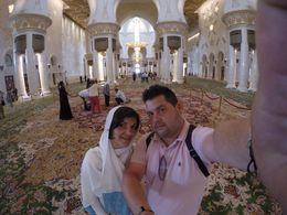 dentro da mesquita onde tem a tapete efetuado à mao , Liliana O - June 2016