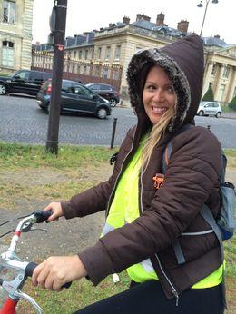Im pedaling in light rain. , Beatriz - May 2015
