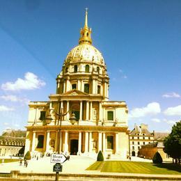 Edificado en el siglo XVII para alojar a los mutilados de los ejércitos de Luís XIV, alberga uno de los grandes museos de arte y de historia militar. La iglesia de los Inválidos,..., ELEXIS M - May 2014