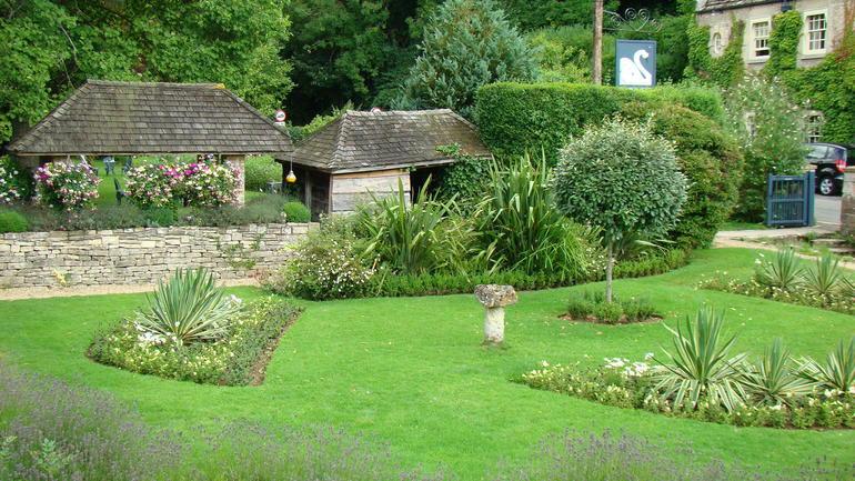 Garden area across from The Swan - London