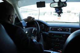 Si vous souhaitez être transféré en navette mouvementée, sans aucune parole du chauffeur, sans sourire, à grande vitesse, avec une conduite dangereuse et avoir l'impression..., Christophe K - April 2013