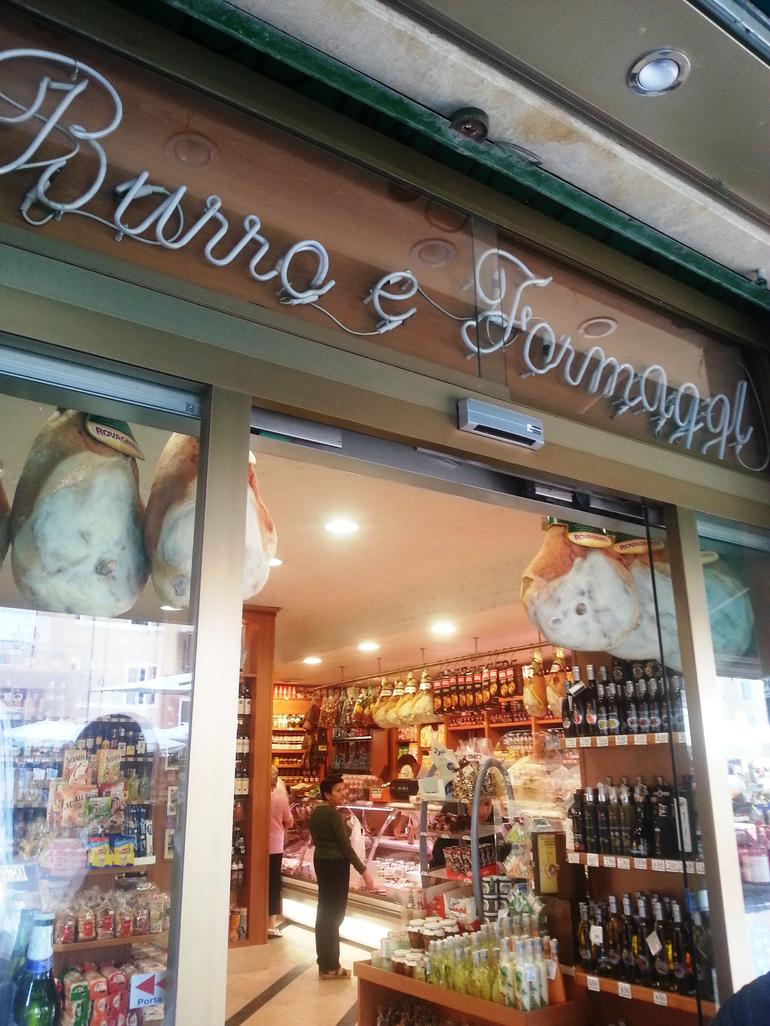 Small-Group Food Tour in Rome: Roman specialties culinary stroll and tasting Campo de Fiori, Jewish Ghetto, Trastevere - Rome