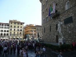 Crowd in Piazza della Signoria, Philippa Burne - July 2011