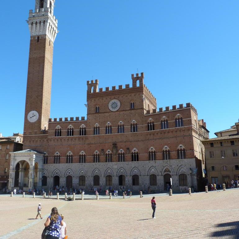 La place principale de Sienne o� se d�roule le palio - Florence
