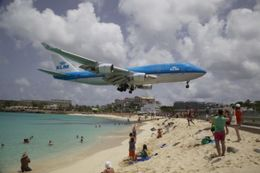 Plane landing at Maho Beach , tnyankfan - July 2016
