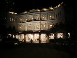 Raffle Hotel front , jerry - January 2014