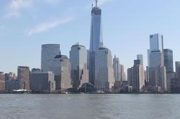 En bateau depuis Manhattan, en route vers la statue de la Liberté, Ellis island. , Patrick R - April 2013