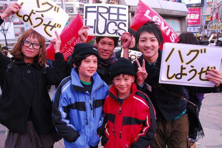 Free Hugs in Shibuya! - Tokyo