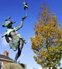 A funny statue!, Cecilia D - November 2008