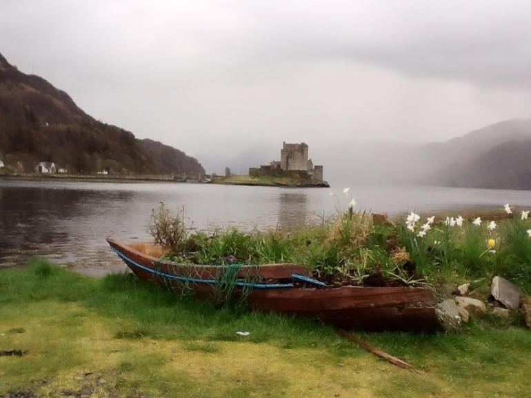 Eilean Donan Castle, Highlands of Scotland - Edinburgh