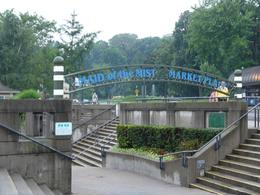 "Entrance of the ""Maid of the mist""., Jasmien J - August 2010"