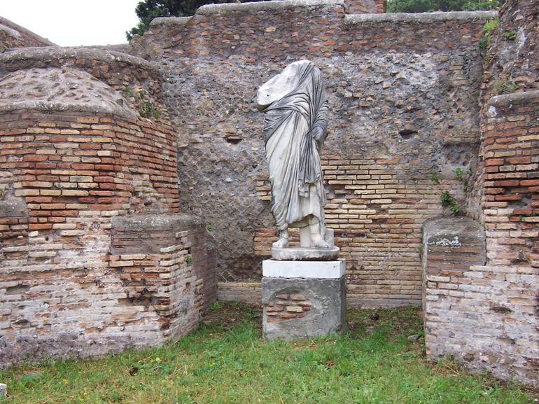 Headless in Ostia - Rome