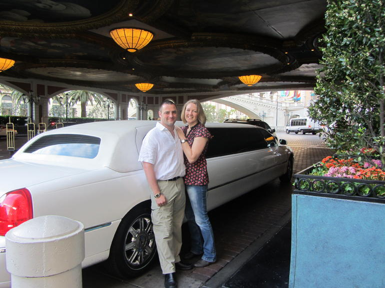 Private Las Vegas Hotel to Airport Luxury Limousine Transfer photo 9