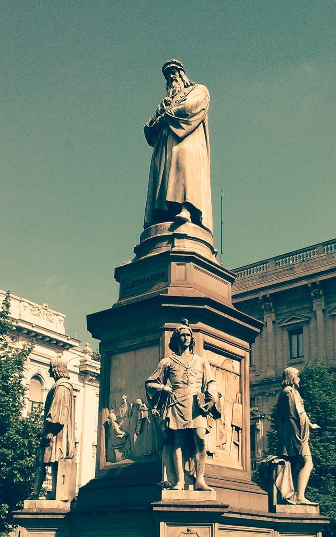 Leonardo's statue - Milan