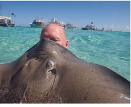 David Geer, kissing sting ray for good luck , c_geer - November 2017