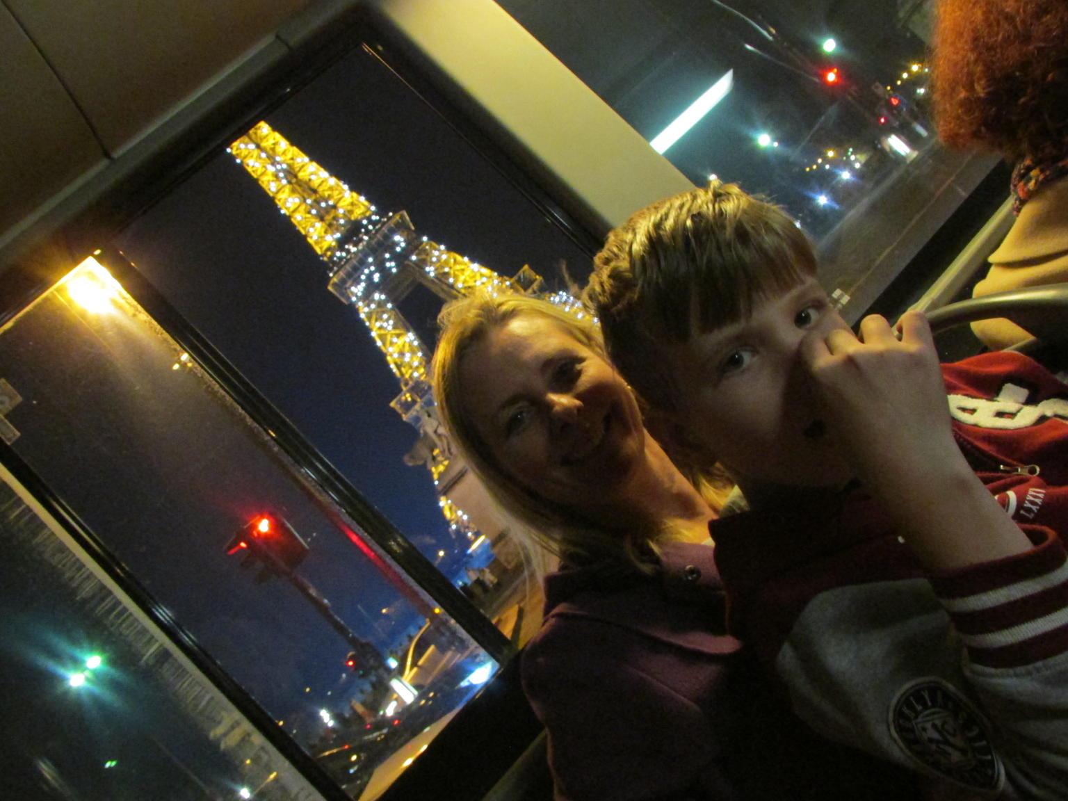 MAIS FOTOS, Excursão noturna por Paris em um ônibus Big Bus