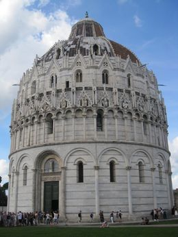 So much more to see in Pisa than just the leaning tower. Lots of history and nice local people. Had a wonderful lunch with an Italian couple celebrating 60 years together as we were celebrating ... , Beth I - September 2015