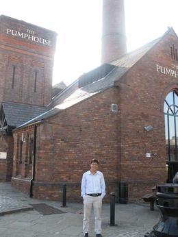 I'm Kien from Vietnam at the Pumphouse very near Albert Dock. , kientt - July 2011