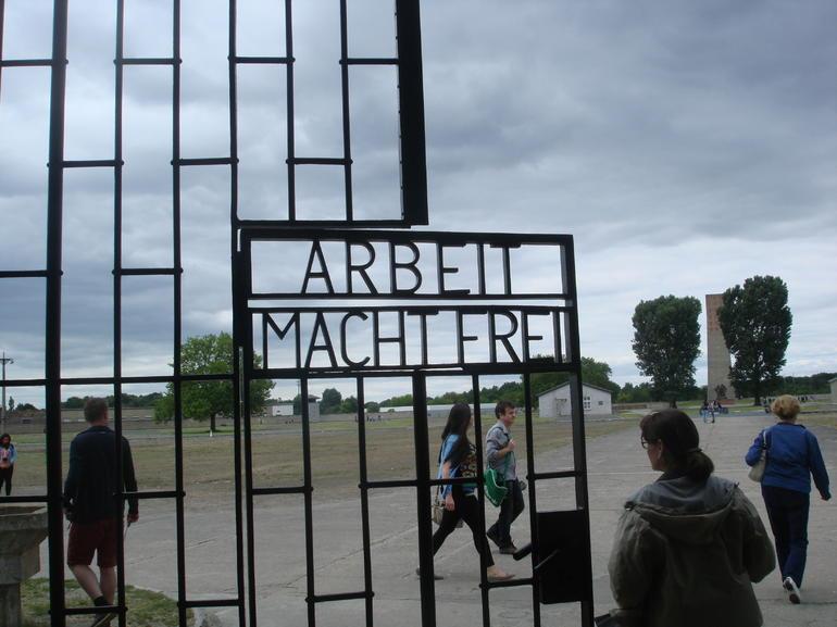entree-du-camp-de-concentration-sachsenhausen