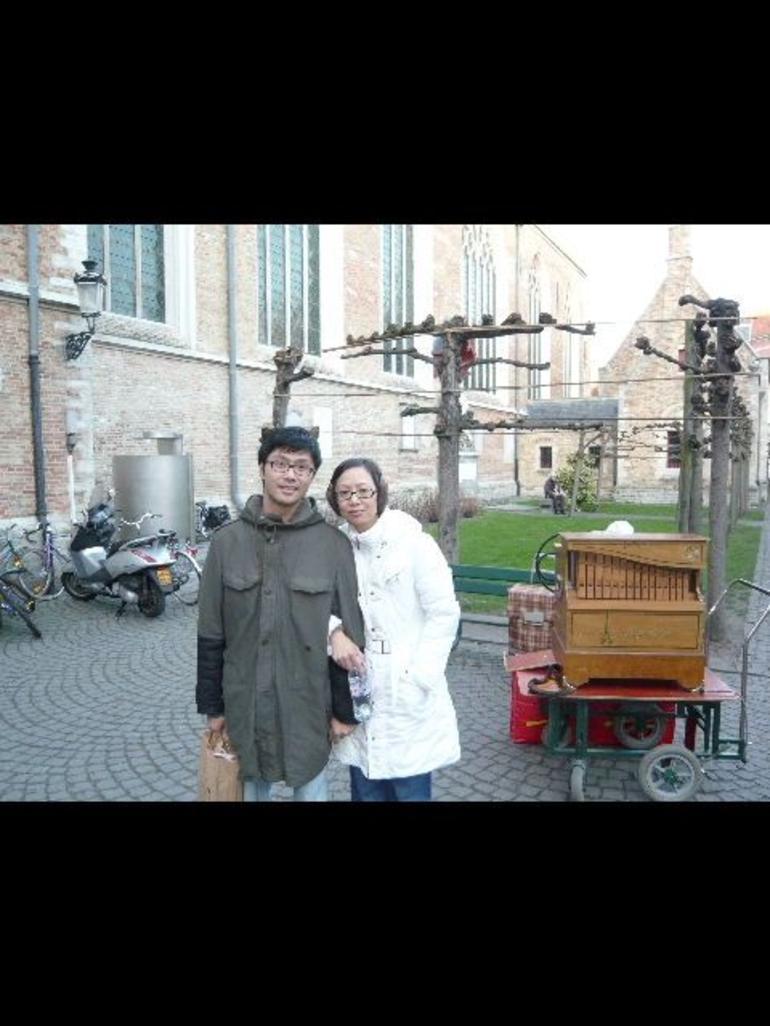 Mr. & Mrs. Wong in Bruges - Paris