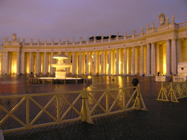 St. Peters Square after the end of the tour. - Rome