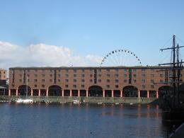 Looking from Dock to Liverpool-eye , kientt - July 2011