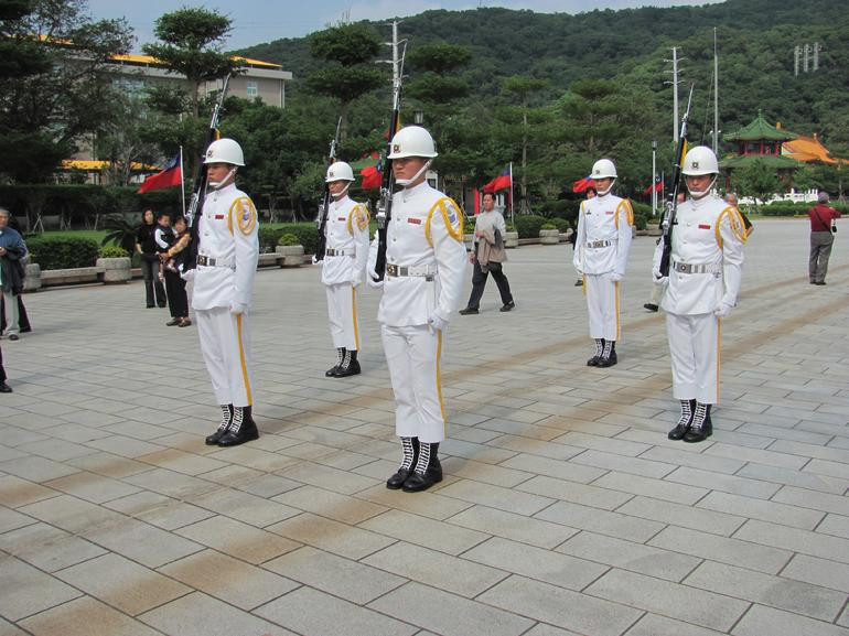 Changing of the guard ceremony at the Martyrs' Shrine - Taipei